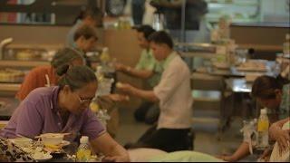 "getlinkyoutube.com-ยังมีความจริงที่คุณไม่เห็นใน'พนักงานร้านอาหารก็มีแม่' (The Making of  ""The Waiters' Mom)"