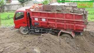 getlinkyoutube.com-2 Dump Truck Toyota Dyna 130HT Stuck at Same Place n Time