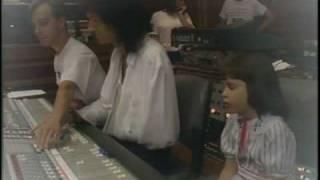 getlinkyoutube.com-Queen - Who wants to live forever [children vers]