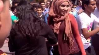 getlinkyoutube.com-رقص بلدي في الشارع وأجمل بنت