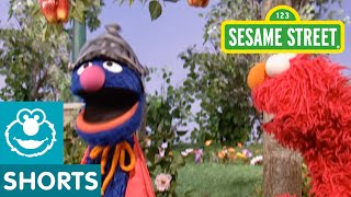 getlinkyoutube.com-Sesame Street: Super Grover Saves Elmo's Apple
