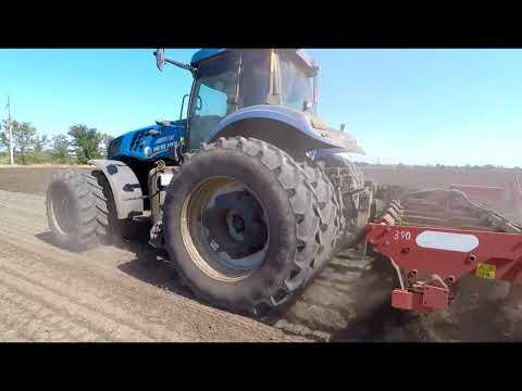 Трактор New Holland T8.390 и глубокорыхлитель ARTIGLIO 400