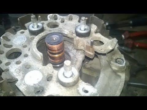 Расположение в Mazda 2 щеток генератора