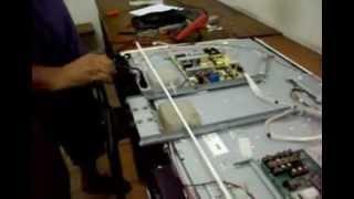getlinkyoutube.com-Como reparar TV LCD com tela apagada e testar a placa do INVERTER.