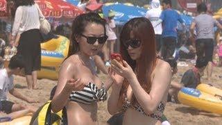 getlinkyoutube.com-비키니 입은 여성만 골라...해수욕장 몰카 촬영 외국인들 덜미