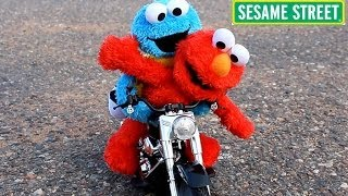 Sesame Street Elmo & Cookie Monster Ride a Toy Motorcycle & R/C Car & Crash!