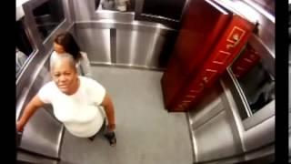 getlinkyoutube.com-Kamera e fshehte ne lift e frikshme !