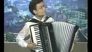 getlinkyoutube.com-手风琴独奏《牧民之歌》 陈伟亮 拍客吧