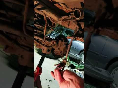 1998 Isuzu Trooper fuel tank fuel pump removal