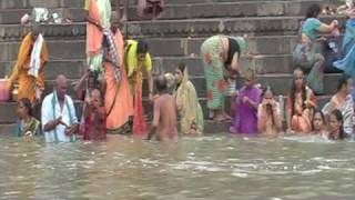 getlinkyoutube.com-Varanasi holy town ( dead human body in ganga) HQ
