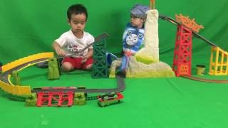 getlinkyoutube.com-Thomas The Train  Avalanche Escape Thomas and Friends Family Fun Playtime Video for Kids