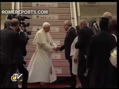 Benedict XVI lands in Lebanon  calls for peaceful Middle East without fundamentalism