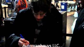 getlinkyoutube.com-JESSE EISENBERG OF THE SOCIAL NETWORK SIGNING AUTOGRAPHS AT LAX AIRPORT IN LOS ANGELES, CA