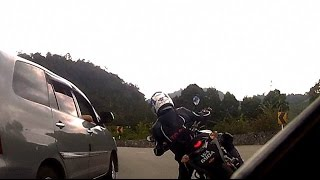getlinkyoutube.com-Suzuki Belang vs Lady on KTM Duke 690 Fun Ride to Genting Highlands - overshoot
