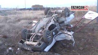 Erzincan'da Minibüs ile Otomobil Çarpıştı: 1 Ölü, 2 Yaralı