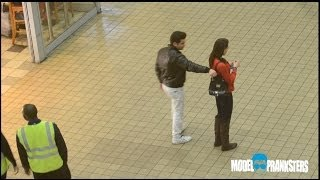 getlinkyoutube.com-Girl VS Guy Pickpocket Experiment!