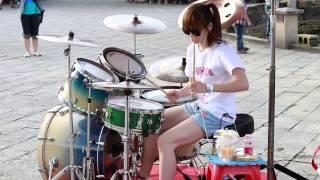 getlinkyoutube.com-Garota Taiwanesa arrasa na Bateria - Gangnam Style - Best Drum Cover