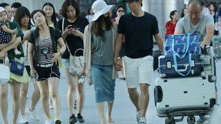 getlinkyoutube.com-[20150625] 带刘诗诗回台度假 垦丁捕获吴奇隆 (Nicky Wu & Liu ShiShi Enjoy Vacation in Taiwan)