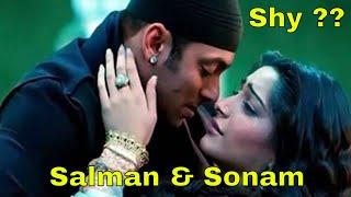 getlinkyoutube.com-Dabangg Salman Khan Shy Romancing Sonam Kapoor | New Bollywood Movies News 2014