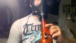 getlinkyoutube.com-Arcylic Gas Mask Bong