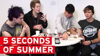 getlinkyoutube.com-5 Seconds of Summer try English food for the first time
