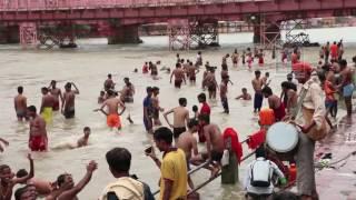getlinkyoutube.com-Ladies holy bath in the Ganga river, Haridwar