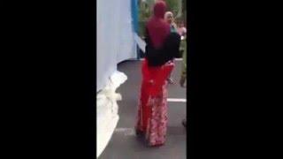 getlinkyoutube.com-VIDEO Istri Labrak Suami yang Menikah Lagi di Tengah Pesta Pernikahan