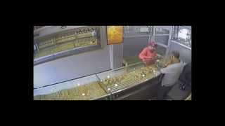 اخطر فتاة تسرق محل الذهب فيدىو خطيييييييييير