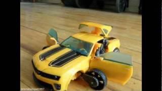 getlinkyoutube.com-Transformers - Bumblebee vs. Sideswipe (Stop-motion Animation)