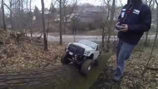 getlinkyoutube.com-Axial scx10 honcho Wraith brushless crawling in mud and on rock 4-13-14