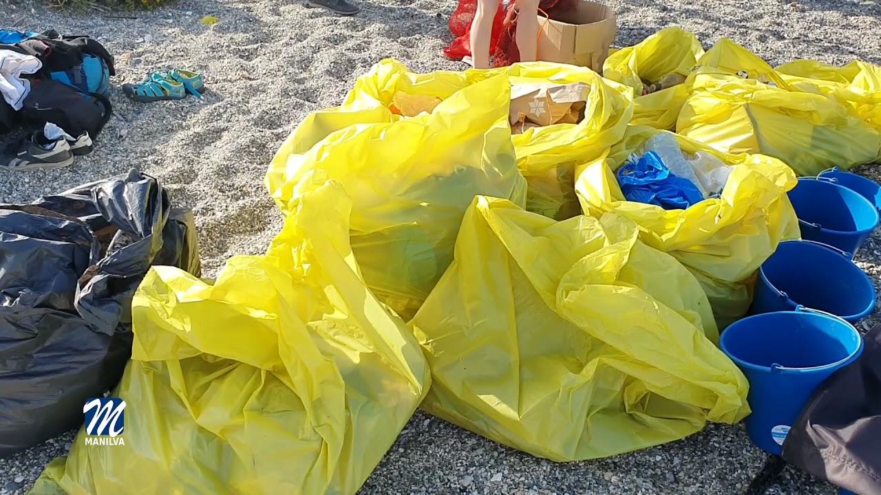 Limpieza de playas y fondos marinos en la playa de Chullera