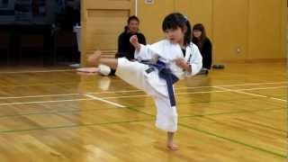getlinkyoutube.com-Mahiro(5-year-old girl) practicing kihon for kyu exam 5歳の女の子、基本練習中