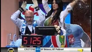 getlinkyoutube.com-Marika Fruscio festeggia la vittoria del Napoli con la sua coppa speciale!