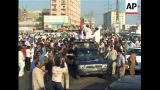 getlinkyoutube.com-Supporters of Imran Khan protesting, arrests, Bhutto supporters arrested