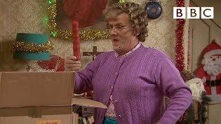 getlinkyoutube.com-Mammy's whisk - Mrs Brown's Boys: Christmas Specials 2014 - BBC One