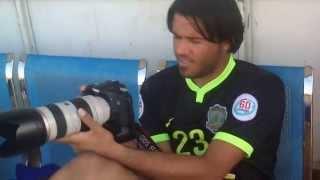 getlinkyoutube.com-الحارس محمد حميد مصوراً (كواليـس)  في مباراة الشرطة وكربلاء 2014