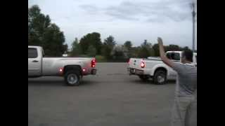 getlinkyoutube.com-FORD F350 vs CHEVY 3500 Ford jalando una chevy  Rusos estupidos abusando sus trocas!! против.