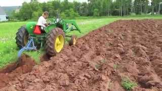 getlinkyoutube.com-John Deere 1010 plowing 1-16