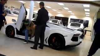 getlinkyoutube.com-Marshawn Lynch Lamborghini Delievery Raw