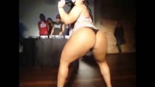 getlinkyoutube.com-SEX LATINA SHAKING BIG ASS