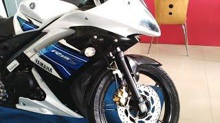getlinkyoutube.com-Yamaha R15 S New Model Track White Colour At Showroom | India
