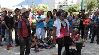 Payasos de la Macroplaza Monterrey N.L. Mex. Sindy y Polvorete  20/Ago/2017