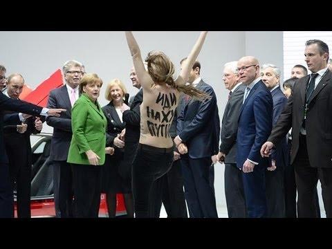 نساء عاريات الصدور يتظاهرن ضد بوتين أثناء زيارته...