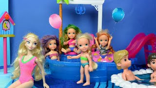 getlinkyoutube.com-Elsa and Anna Pool Party! Toddlers Anna & Elsa + Friends Swim Play Eat Pizza & Splash by Pool Frozen