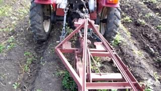getlinkyoutube.com-Мини-трактор ХТ-180 с картофелекопалкой 3
