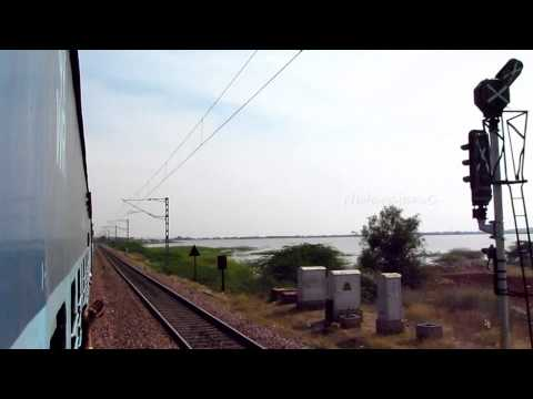 Vatva 3D with Vivek Express between Guntakal and Gooty