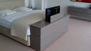 Kast Achter Bed : Tv lift meubel aan voeteneinde bed youtube