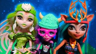 getlinkyoutube.com-Monster High Brand Boo Students Isi Dawndancer Batsy Claro Kjersti Trollson Unboxing Toy Review