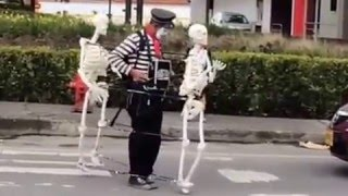 getlinkyoutube.com-Funny clown skeleton dance