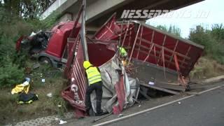getlinkyoutube.com-Stauende - Schwerer Unfall mit drei LKW´s auf A7 15.10.2014